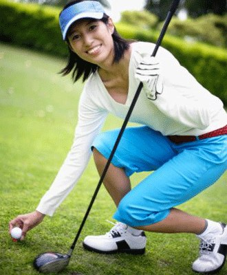 woman_golfer wearing Tehema golf wear